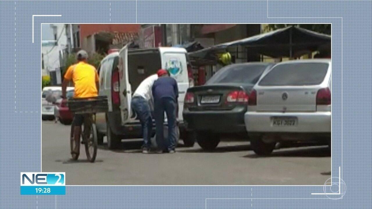 Ambulância é flagrada transportando alimentos em Lagoa de Itaenga