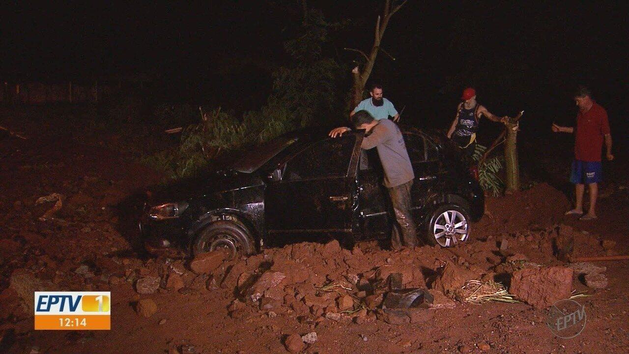Chuva deixa ruas alagadas e causa transtornos na região de Ribeirão Preto