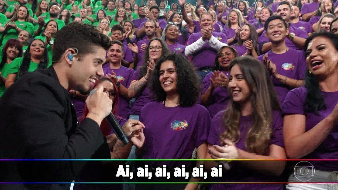 Zé Felipe canta 'Tiro Certo' e se declara para a namorada