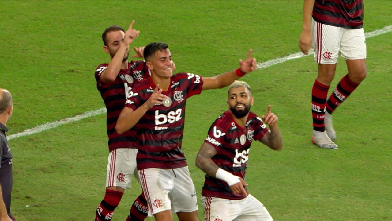 Gol do Flamengo! Após falta na trave, Gabigol amplia no rebote, aos 42' do 2º Tempo