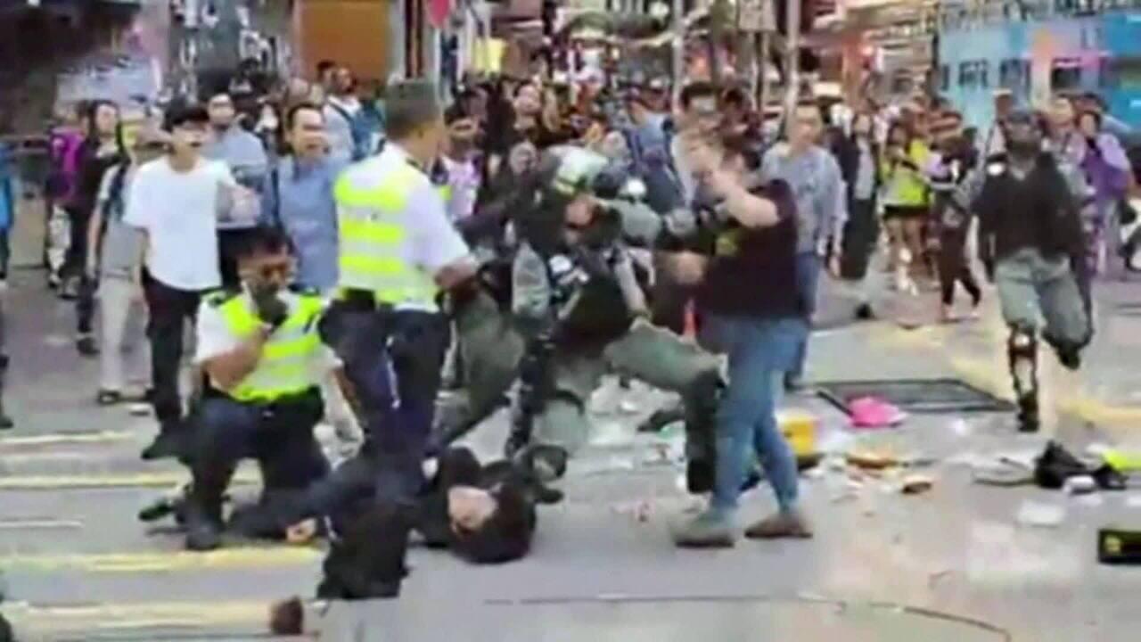 Manifestante é baleado durante protesto em Hong Kong