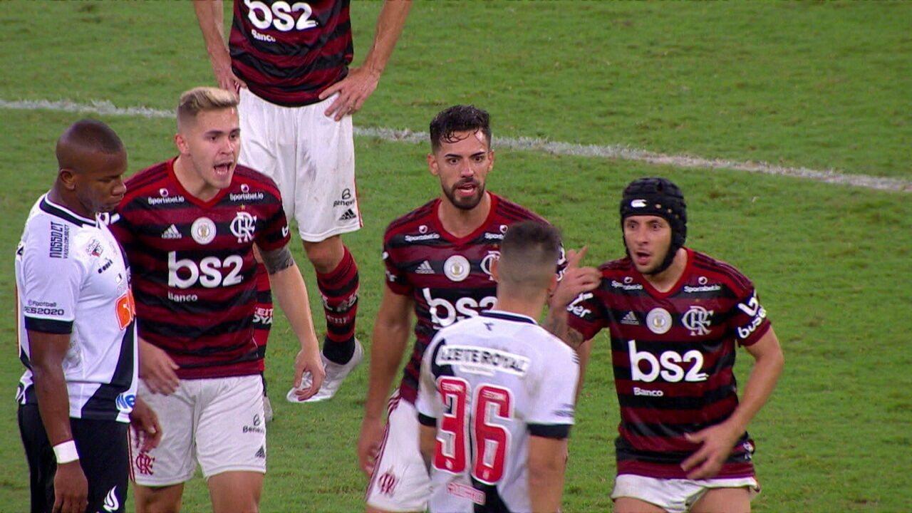Confusão! Após o apito final, Pablo Marí e Ribamar batem boca e começa a confusão