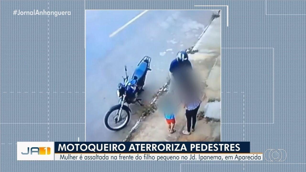 Vídeo mostra motociclista roubando mãe com criança em Aparecida de Goiânia