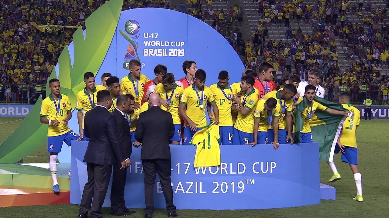 Talles Magno é homenageado na premiação do Mundial Sub-17