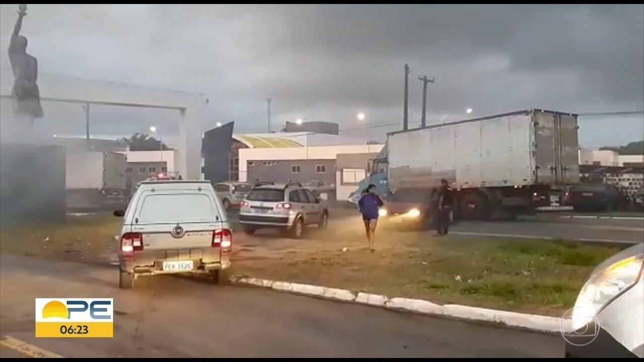 Protesto complica trânsito na BR-101 entre Igarassu e Abreu e Lima