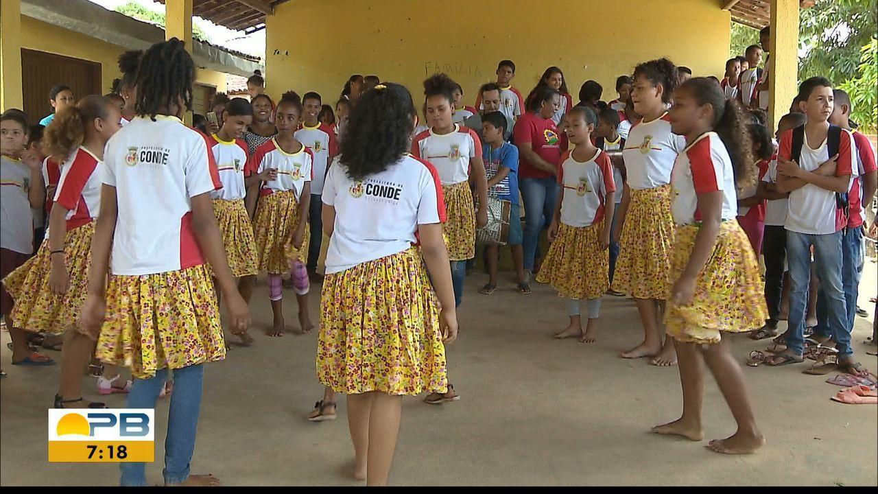 Crianças de comunidades quilombolas da PB mantém viva tradição do coco de roda