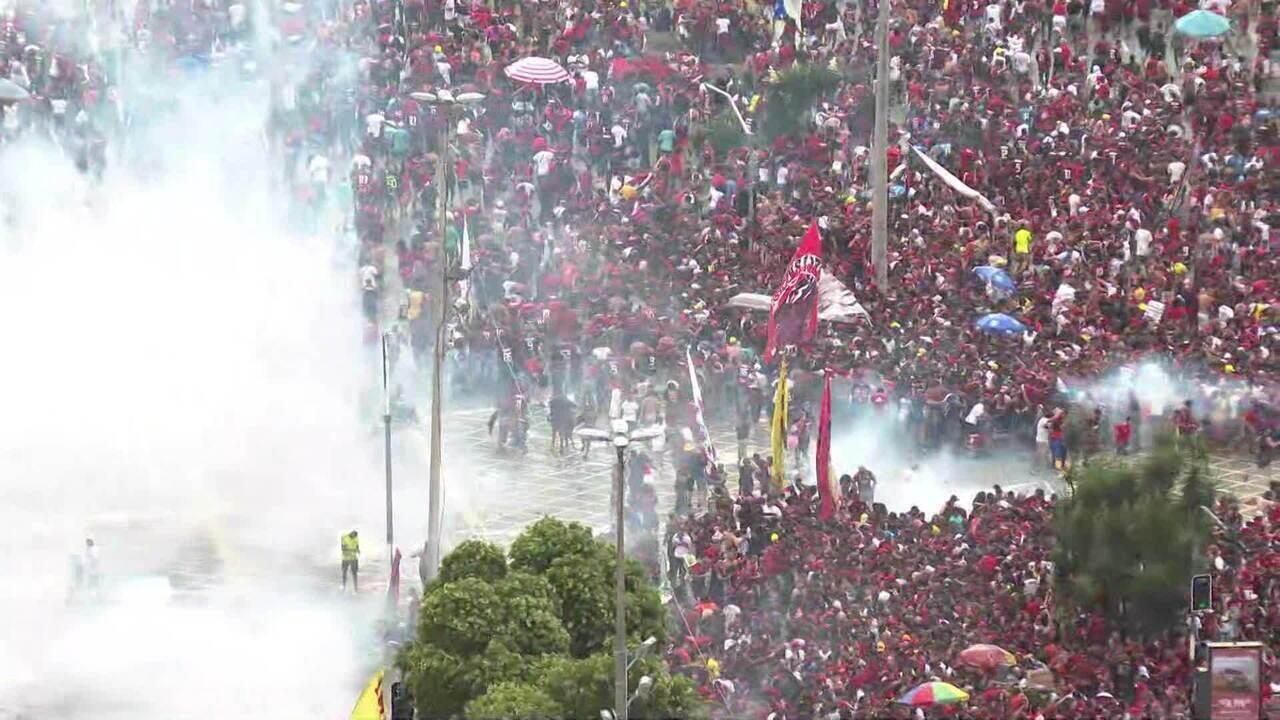 Confusão e bombas na comemoração da Libertadores