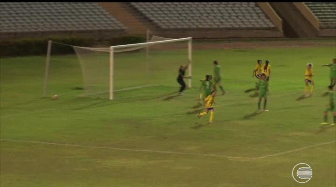 Abelhas Rainhas e Tiradentes vencem na estreia do Piauiense de Futebol Feminino
