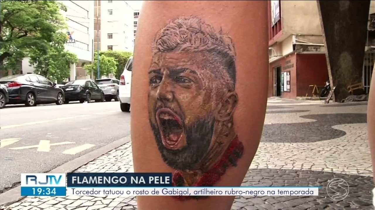 RJ2 mostra torcedor que tatuou rosto de Gabigol dias antes da final da Libertadores