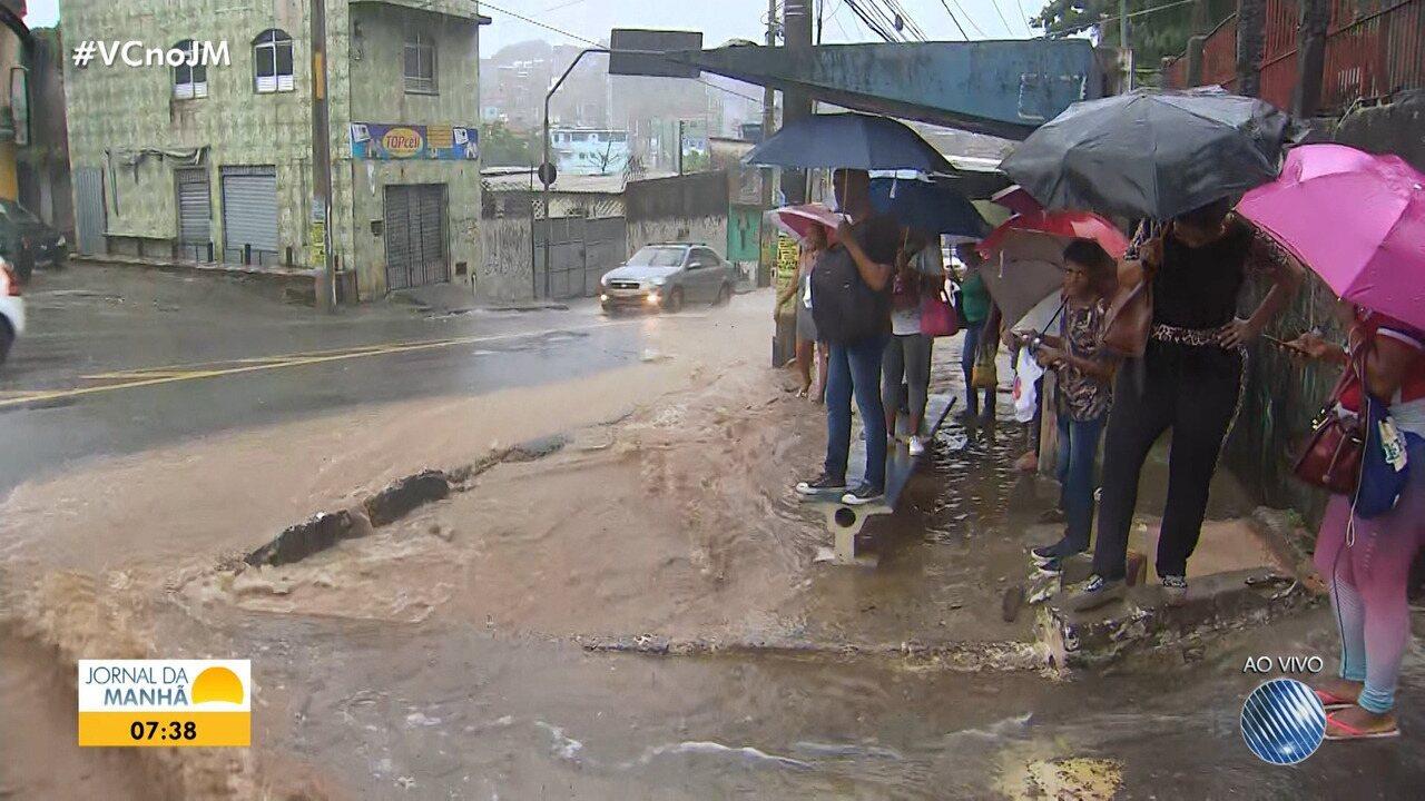 Temporal gera problemas em Pirajá e São Caetano