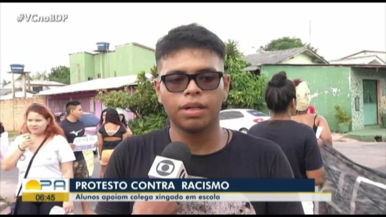 Alunos protestam em defesa de colega vítima de racismo em escola de Belém