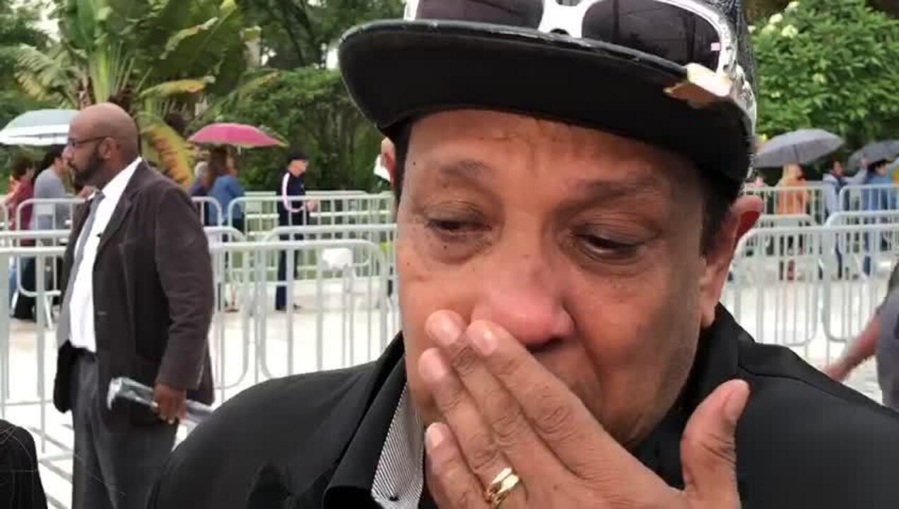 Liminha chora ao falar sobre sua relação com Gugu Liberato