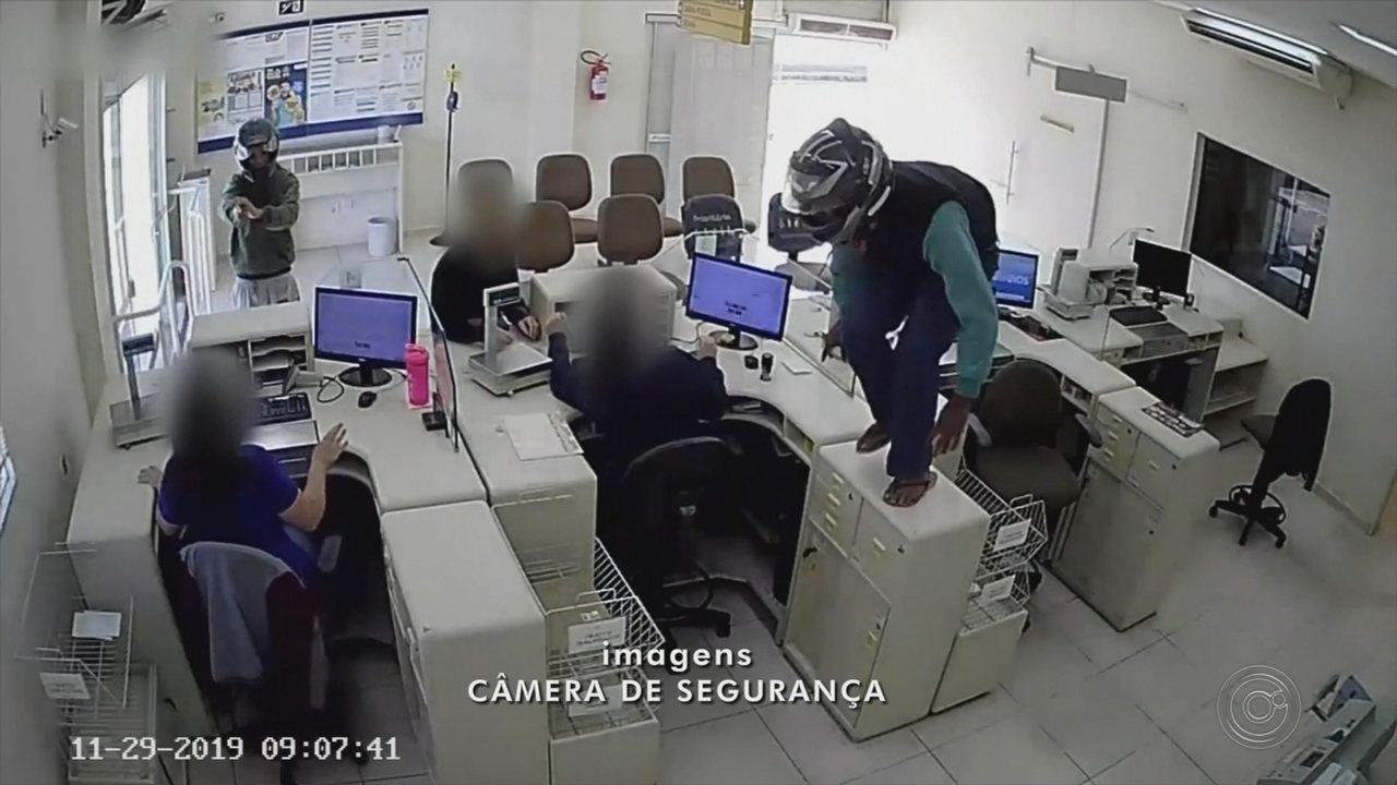 Dupla armada rouba agência dos Correios em Avaré