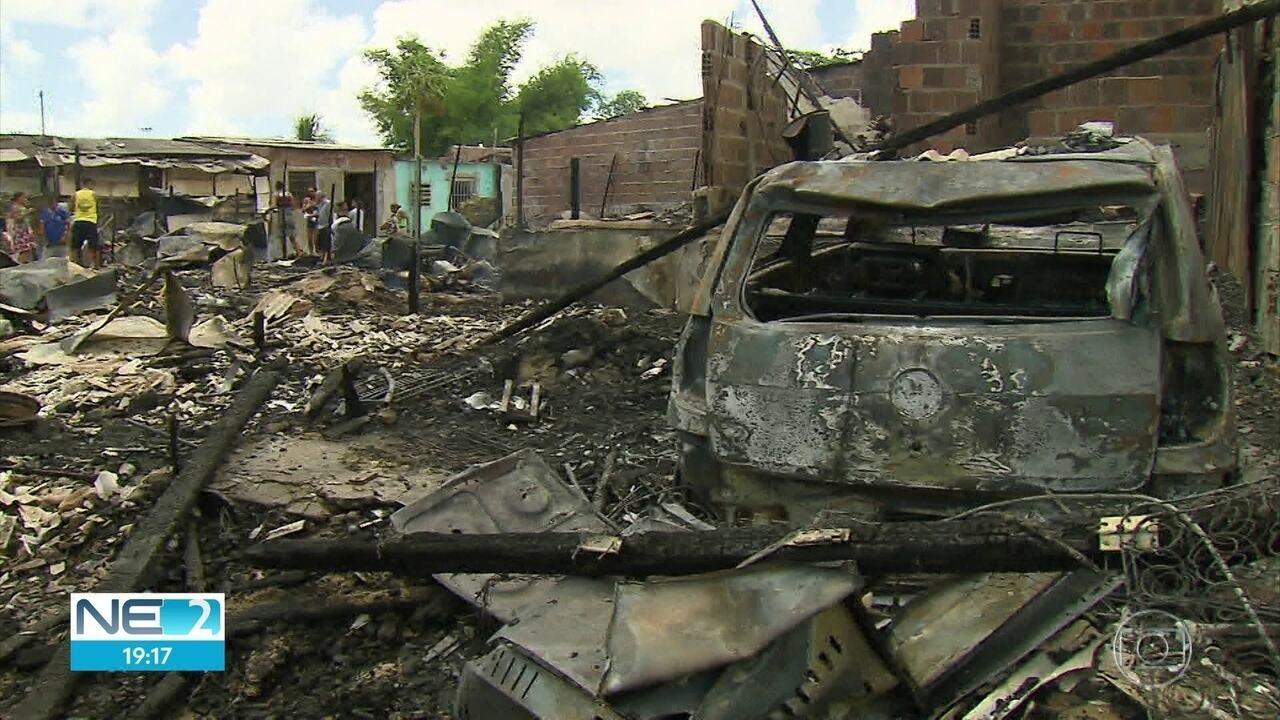 Incêndio destrói dez barracos em comunidade, em Olinda
