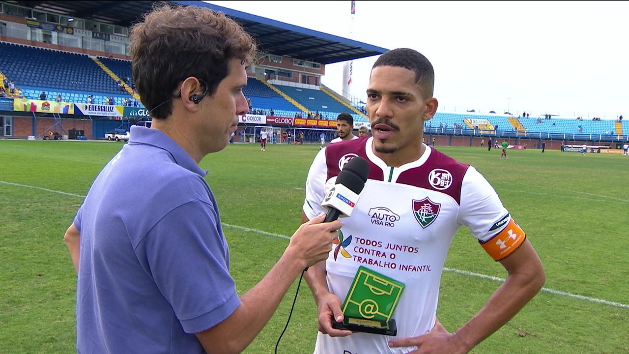 """Eleito craque do jogo, Gilberto pede mais concentração ao Fluminense: """"Não conseguimos manter a pegada"""""""