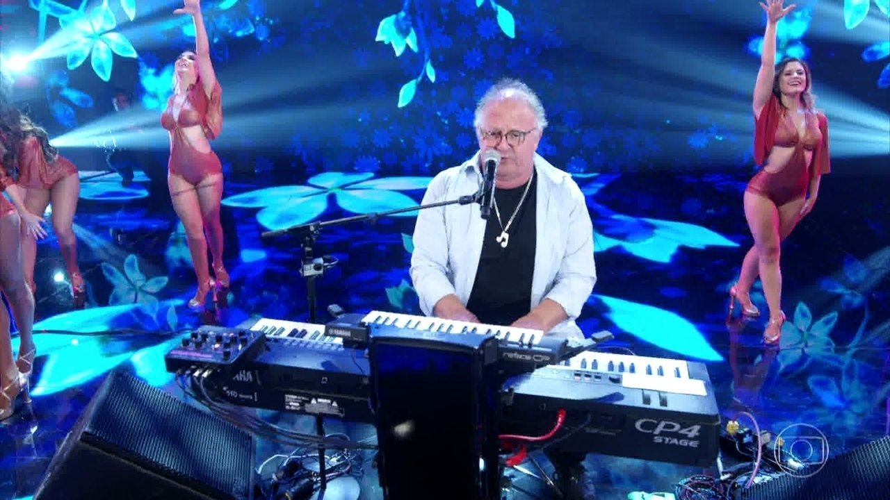 Guilherme Arantes canta 'Brincar de Viver