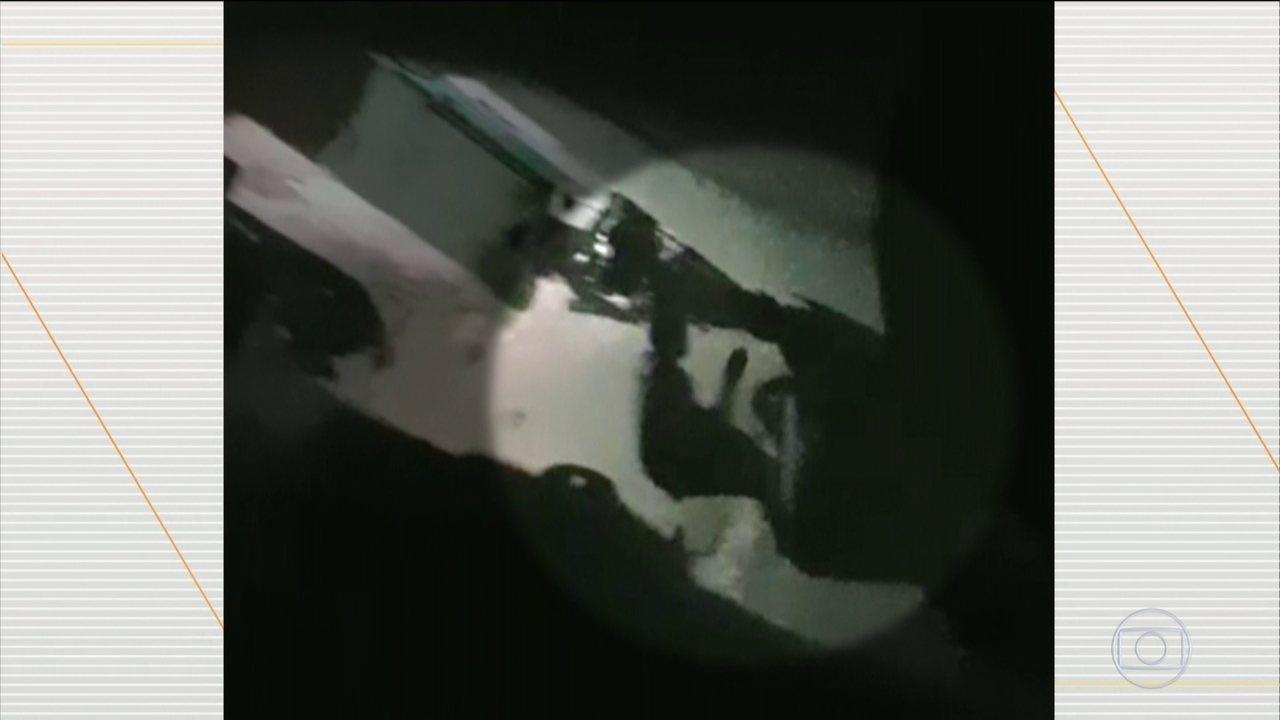 Policial dá tapa no rosto de pessoa sentada em Paraisópolis (SP)