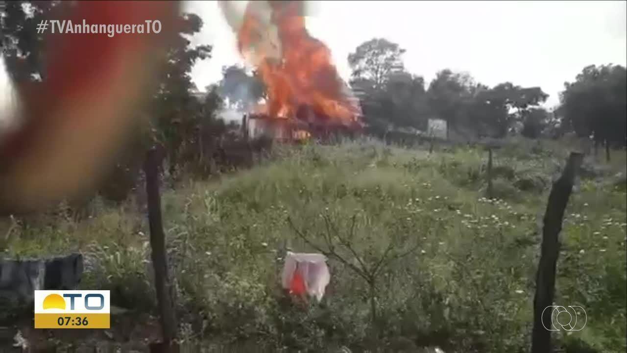 Vídeo mostra casa pegando fogo em Tabocão