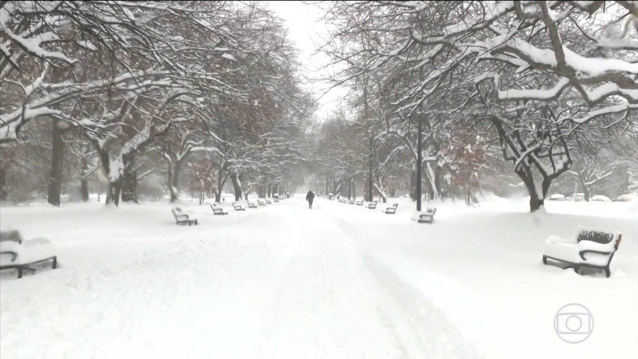 Tempestade de neve atinge a costa leste dos EUA