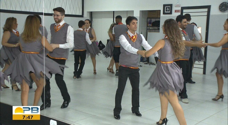 Aluno que não enxerga é exemplo de perseverança em turma de dança, em Campina Grande