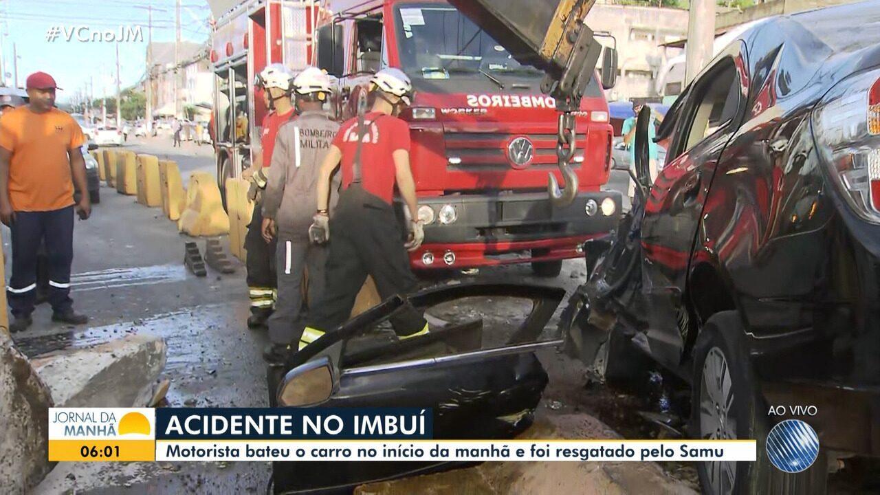 Motorista é resgatado pelo Samu após se envolver em acidente no bairro do Imbuí