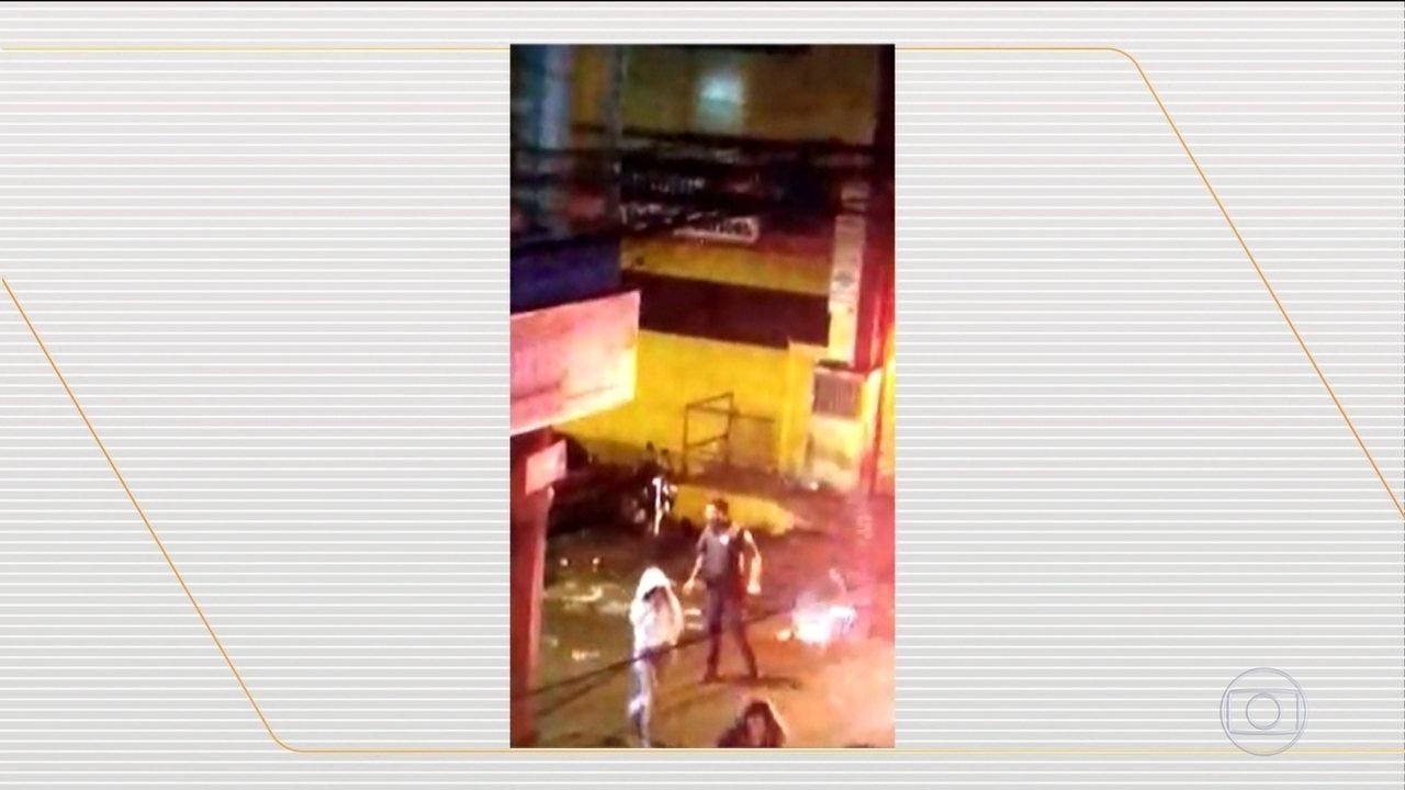 Novas imagens mostram PMs dando golpes de cassetete e derrubando motos em Paraisópolis