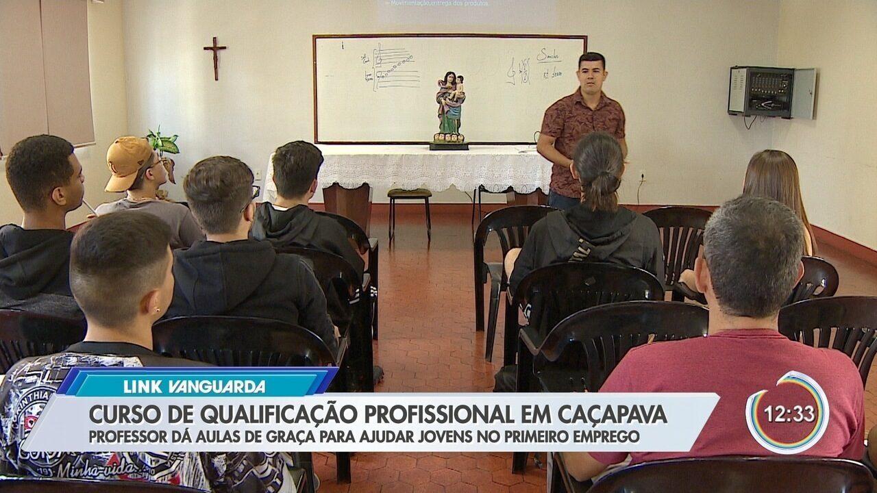 Professor dá aula de graça para capacitar jovens em Caçapava
