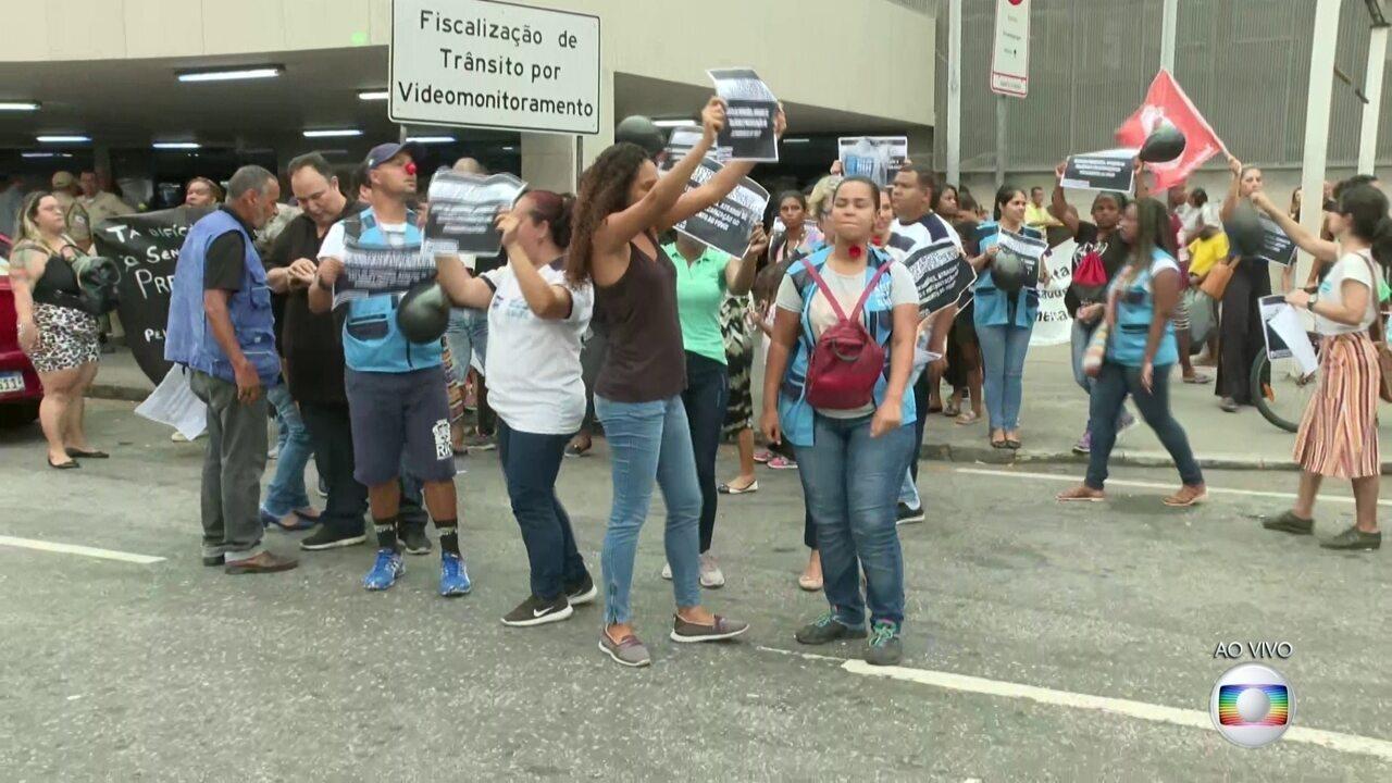 Funcionários terceirizados da saúde do Rio fizeram manifestação no Centro