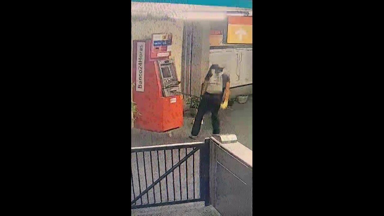 Vídeo mostra investida contra caixa eletrônico na Estação Santa Luzia