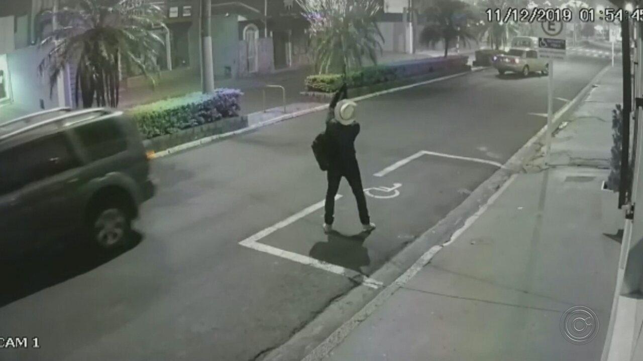 Ataque a banco em Botucatu tem explosão de cofre, tiroteio e moradores feitos reféns