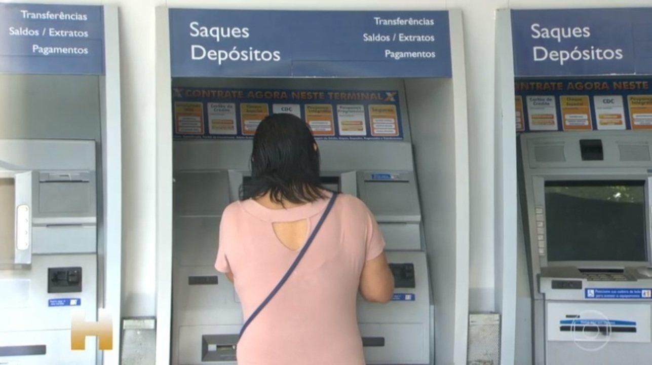 Mais de 10 milhões poderão sacar até R$ 998 do FGTS; entenda