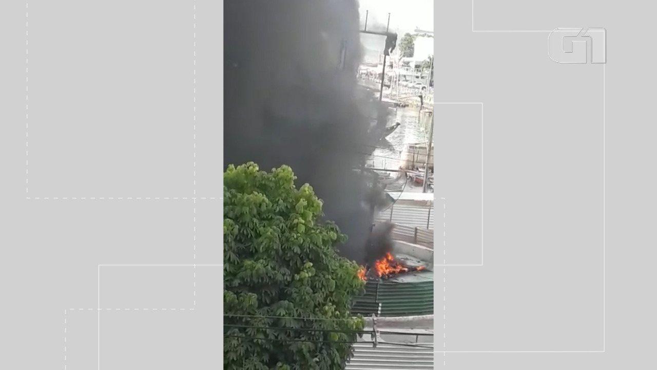 Vídeo 2 - Monumento do artista plástico Mário Cravo é atingido por incêndio em Salvador