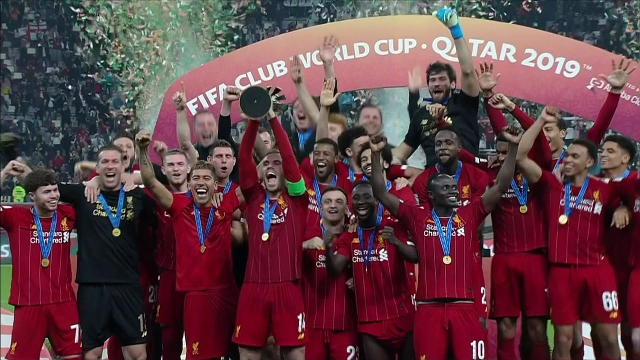 Liverpool faz a festa e ergue a taça de campeão do Mundial de Clubes da Fifa