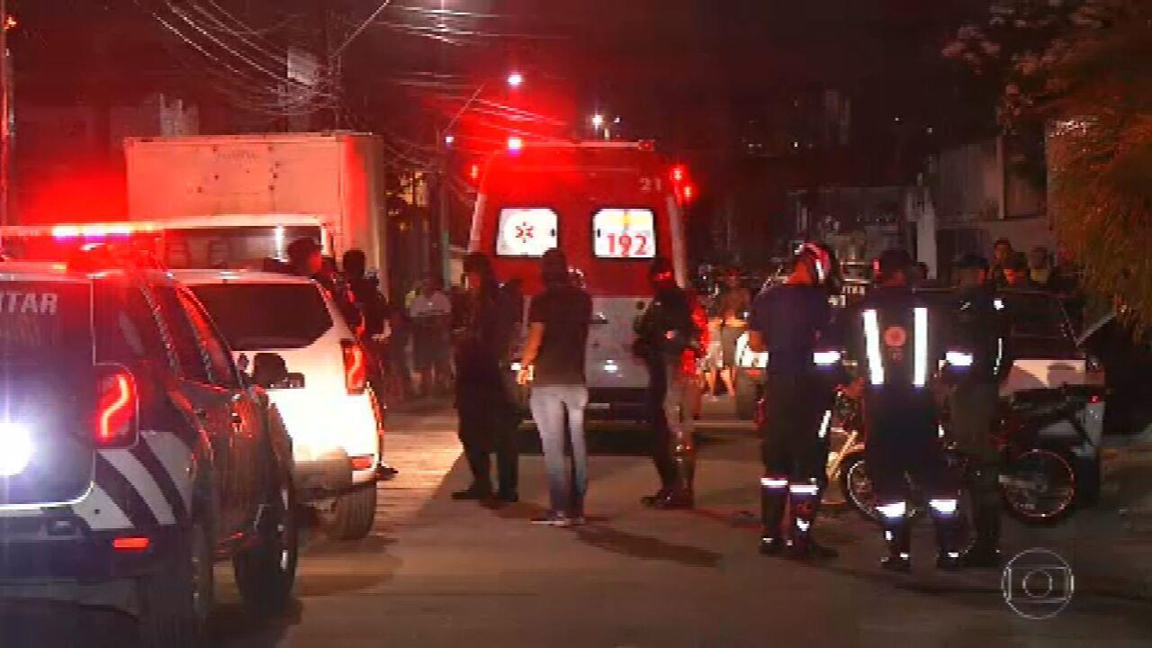 Resultado de imagem para Três pessoas são baleadas em tiroteio no Centro do RJ