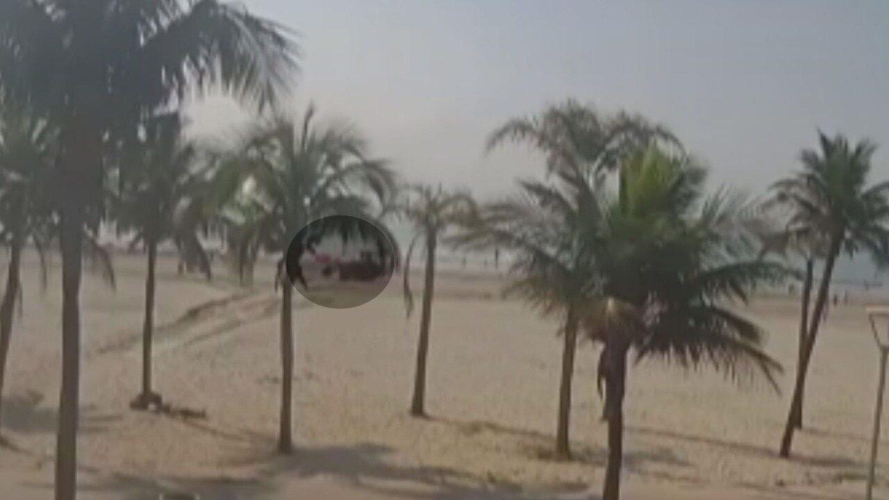 Vídeo mostra banhista sendo morta por trator ao tomar sol em praia de São Vicente