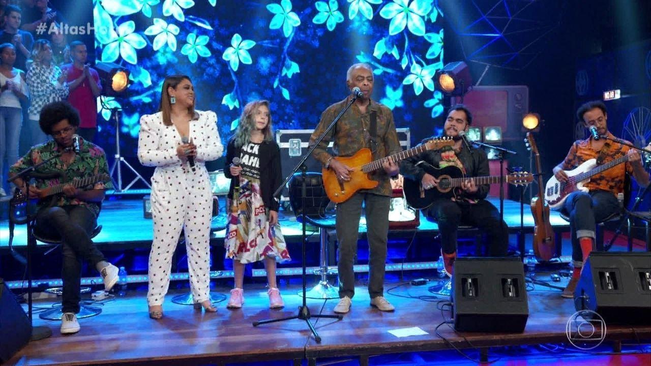 Família Gil canta 'Vamos Fugir'