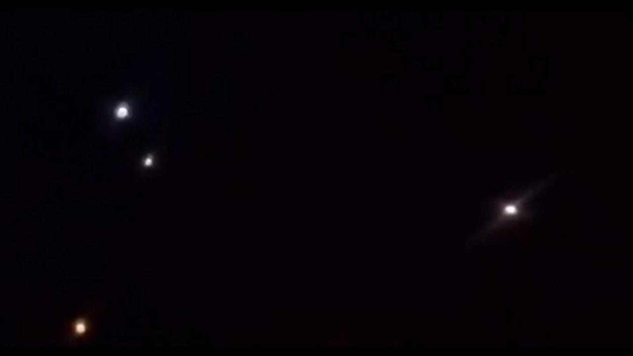 Imagens mostram momento que mísseis são lançados em direção a base americana