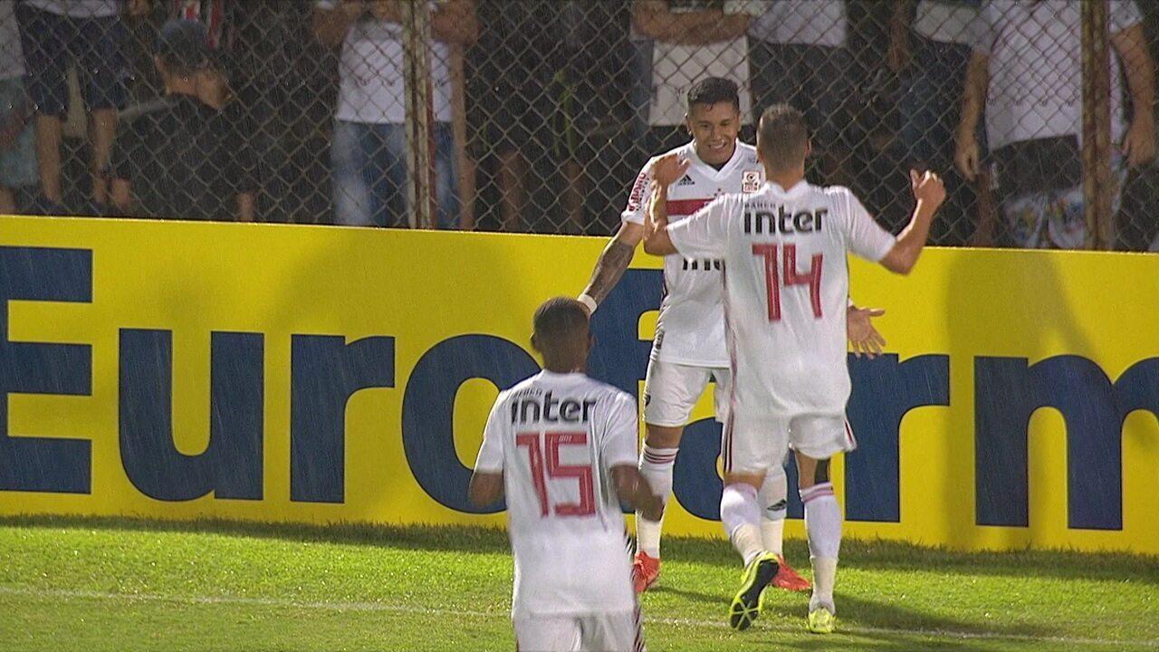 Gol do São Paulo! Após boa jogada, Galeano recebe e chuta para ampliar o placar, aos 20' do 2º tempo