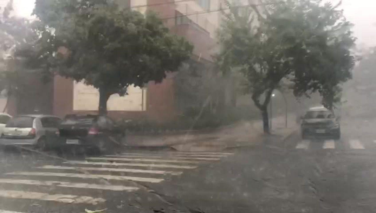 Passageiro registra chuva de granizo em Belo Horizonte