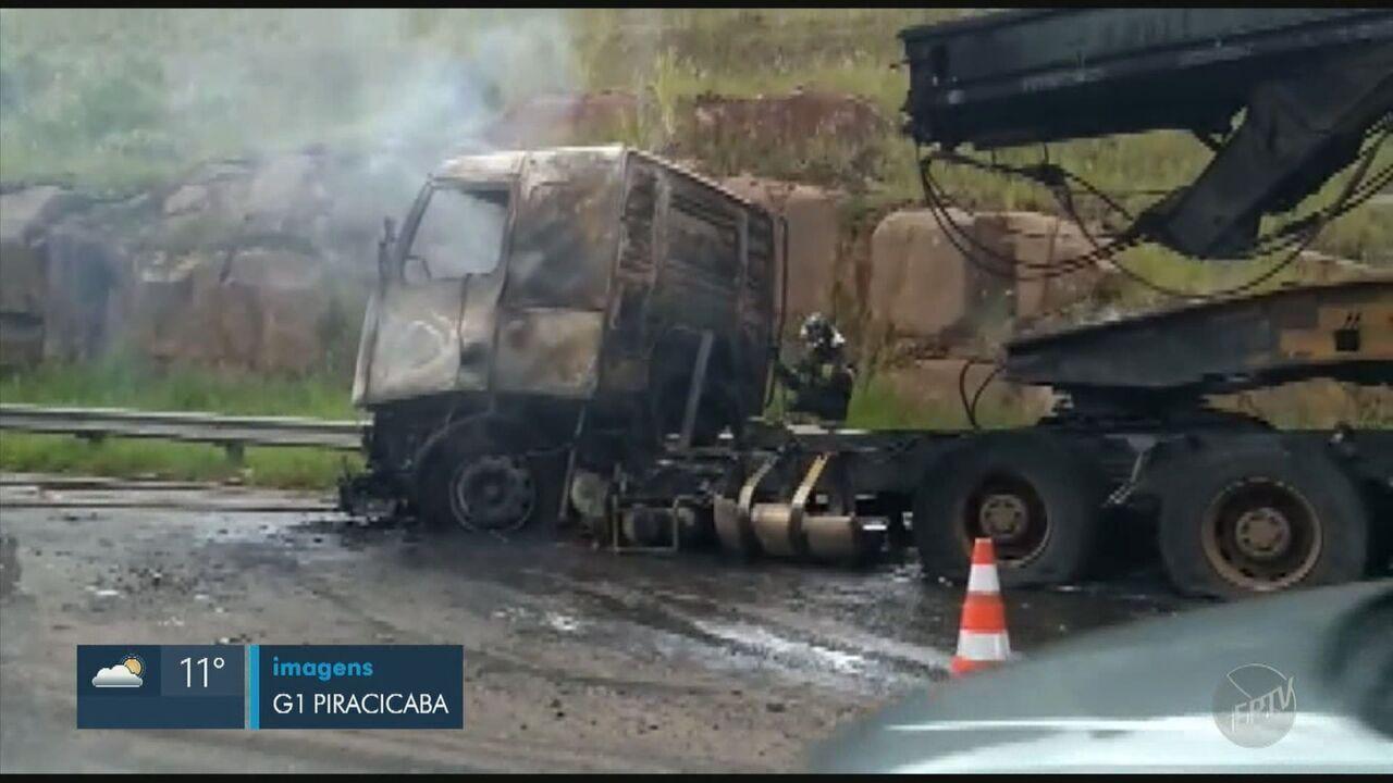 Incêndio em carreta interdita um dos sentidos do Anel Viário em Piracicaba
