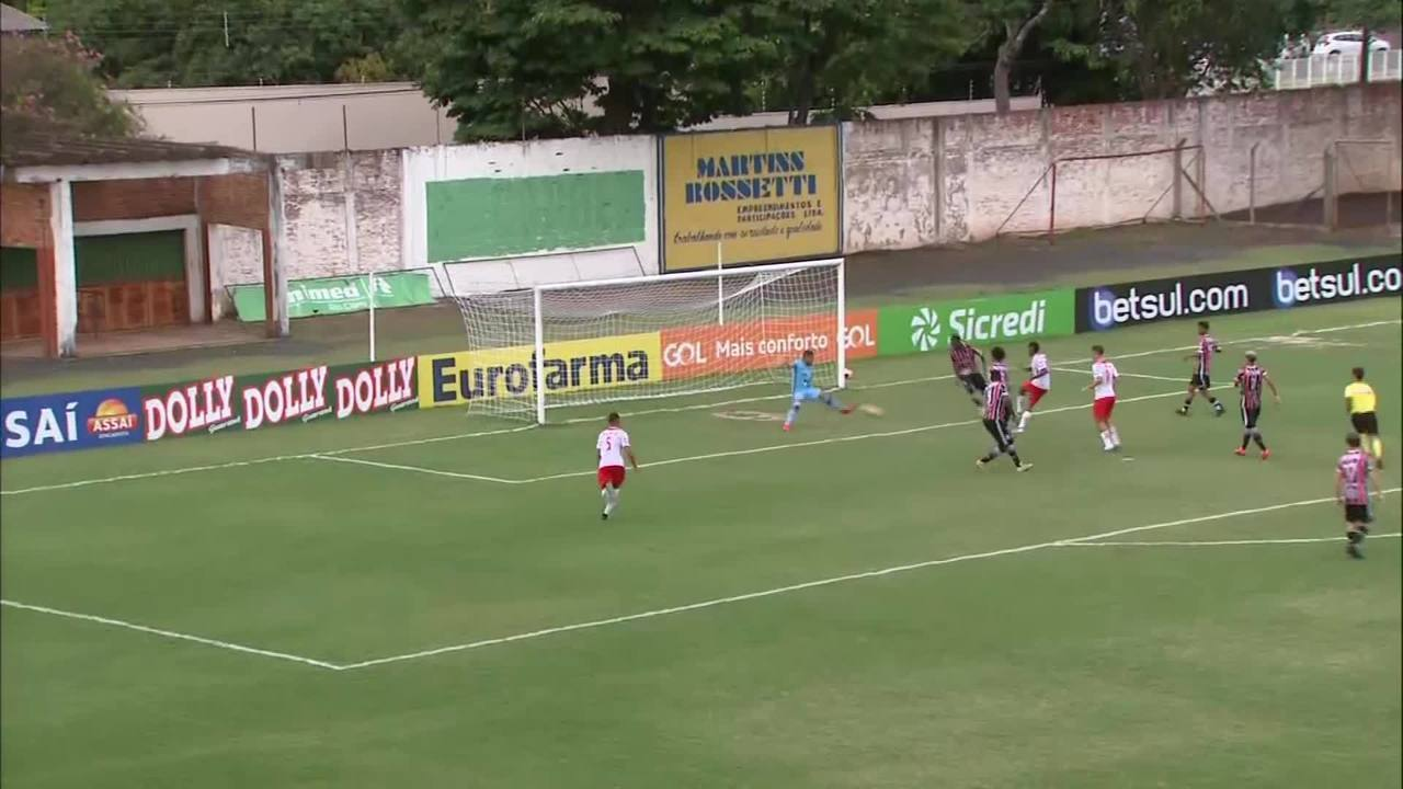 Prêmio Dener: Bruno, do RB Brasil, contra o Serra-ES