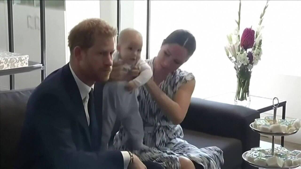Rainha concorda com transição de Príncipe Harry e Meghan Markle