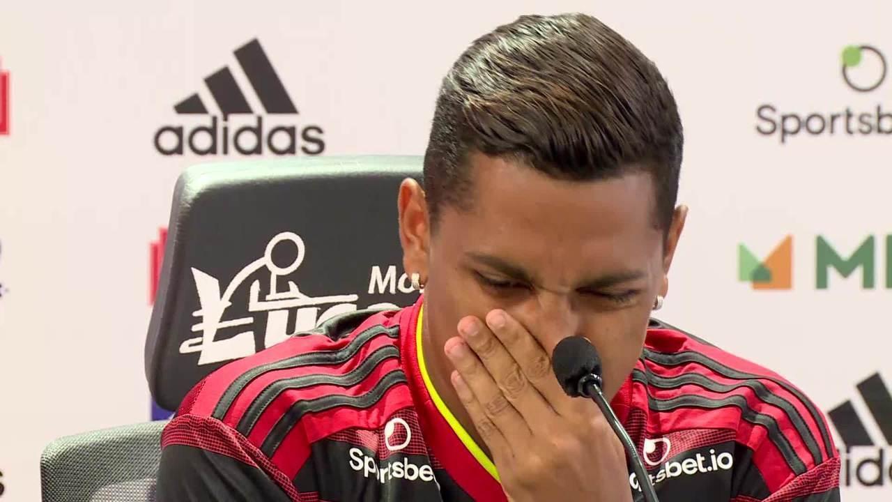 Pedro Rocha se emociona ao se apresentar no Flamengo