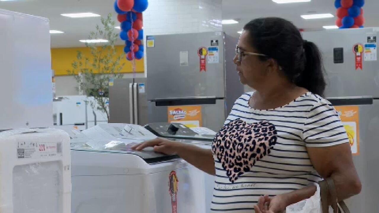 81% dos brasileiros negociam valor antes de comprar