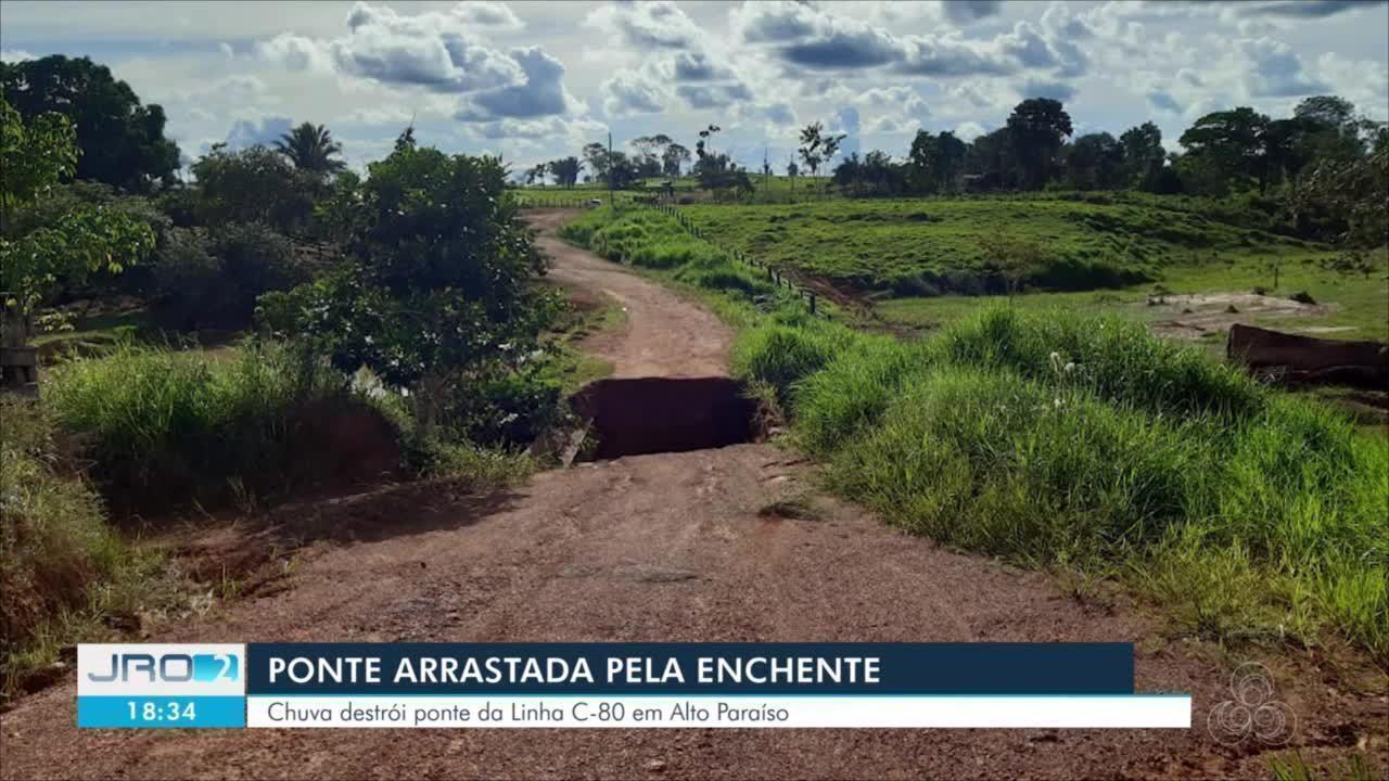 Após chuvas, igarapé transborda e força da água arrasta ponte em Alto Paraíso