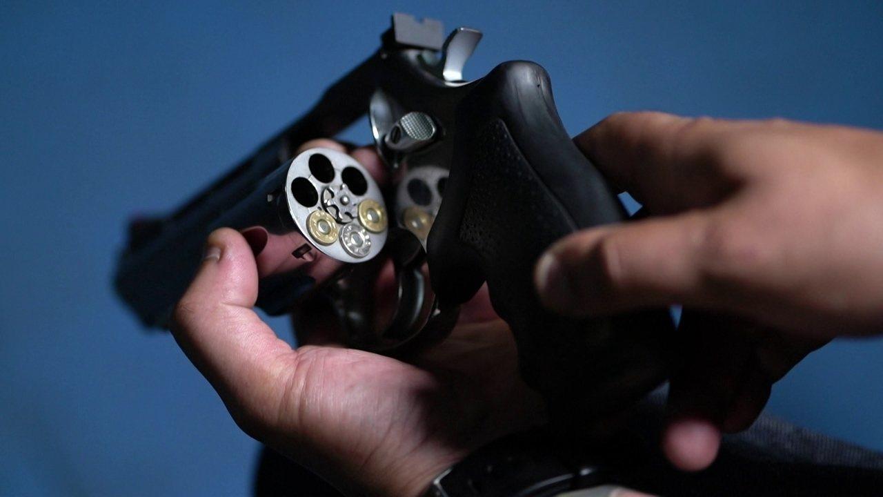 Levantamento do G1 mostra que condenados usam decretos de armas para reduzir penas no RJ