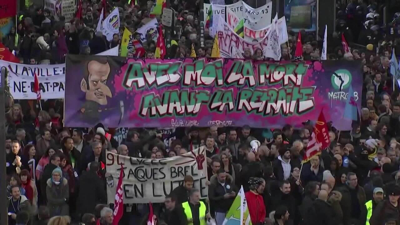 Quase 200 mil vão às ruas na França contra a reforma da Previdência