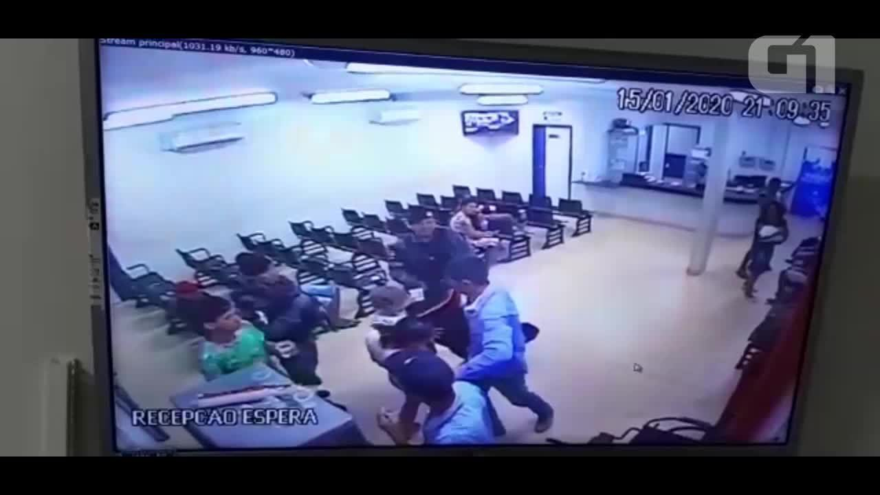 Vídeo mostra ação dos PMs após homem invadir hospital e fazer ex-mulher refém em Jaru, RO