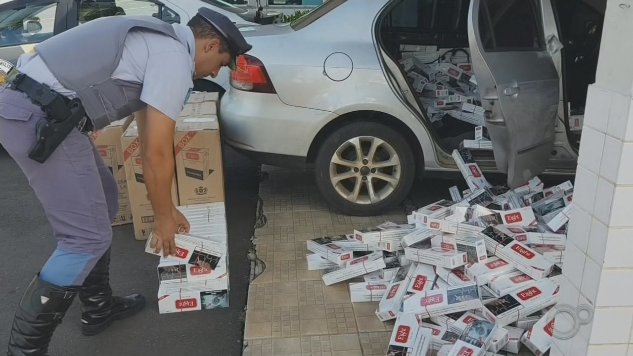 Polícia Rodoviária apreende carro lotado com cigarros contrabandeados em Marília