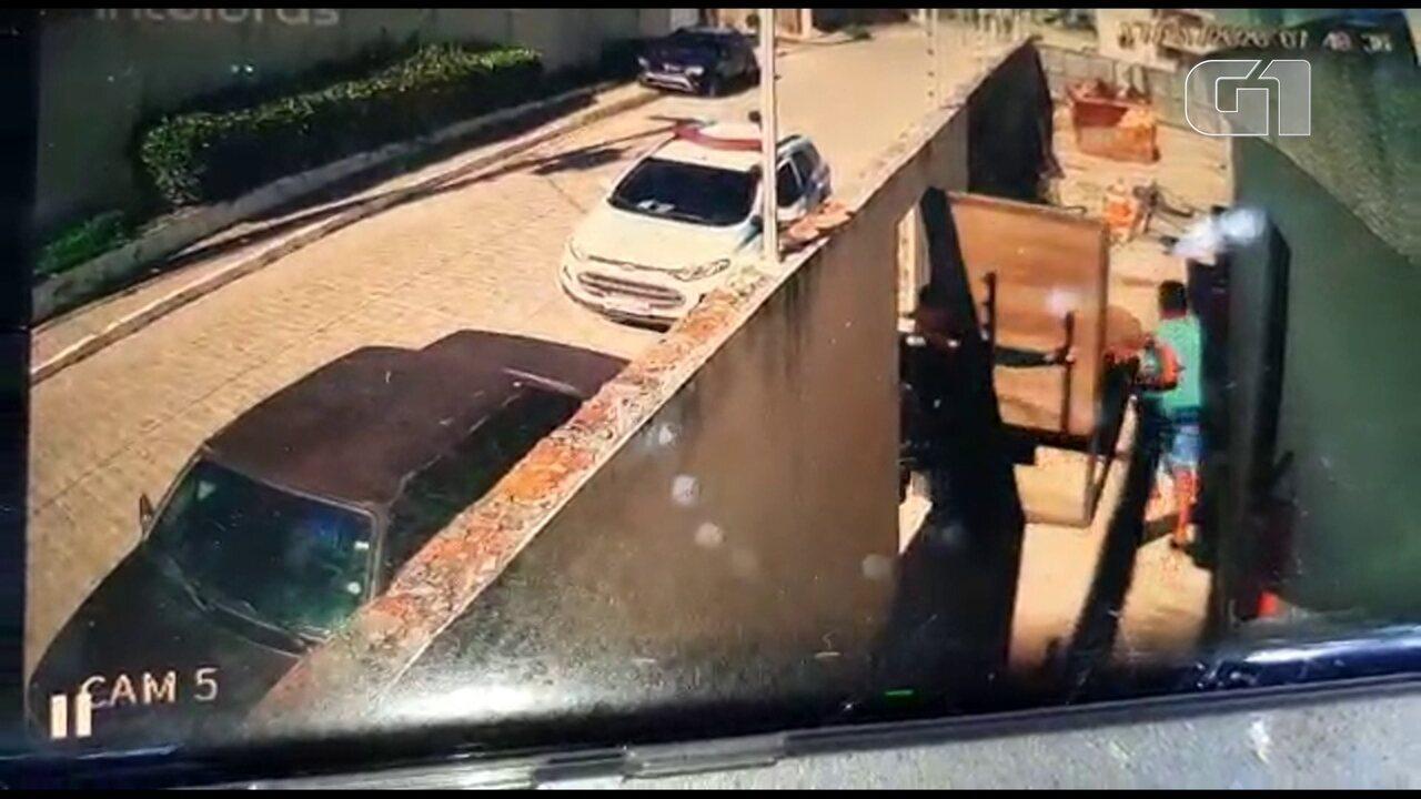 Câmera de segurança registra guardas municipais de Igarassu agredindo homem em Itapissuma